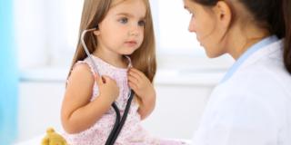 Ospedali italiani a corto di pediatri: cure dei bambini a rischio