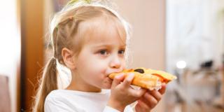 Cibi confezionati per i bambini: troppo grassi e poche fibre