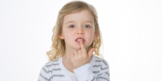Carie nei bambini: attenzione ai Pfas nell'acqua potabile