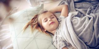 Disturbi del sonno per colpa del cibo per un bambino su 4
