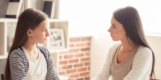 Dipendenza degli adolescenti: c'è anche quella dai genitori
