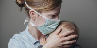 Coronavirus: le linee guida per partorire in sicurezza