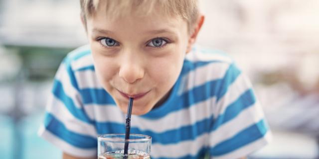 Il bambino beve a sufficienza? Attenzione ora che fa meno caldo