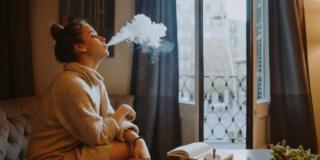 Come eliminare i residui di fumo in casa e migliorare la qualità dell'aria