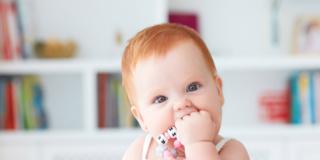 Stanno spuntando i primi dentini: come alleviare i fastidi?