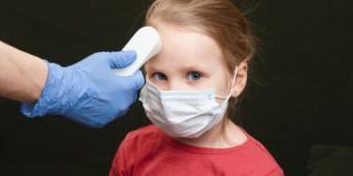 Covid-19: nei bambini si manifesta soprattutto con la febbre
