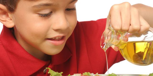 Tutti i benefici dell'olio nella dieta dei bambini