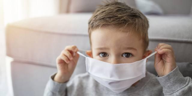 Gli effetti del Covid-19 sui bambini: meno sonno e più snack