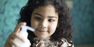 Disinfettanti per le mani: attenzione agli occhi dei bambini