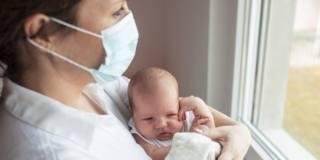 Mamma e bebè insieme anche con il Covid-19. Lo dicono i pediatri