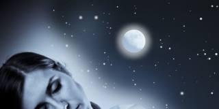 Sonno: quanto dormiamo dipende dalla Luna