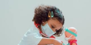 I bambini neutralizzano il Covid-19: ecco perché i piccoli mettono il virus KO