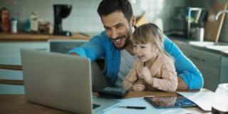 Smart working e lockdown hanno cambiato (in meglio) la vita dei papà