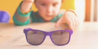 Occhiali da sole per bambini, quando servono e come scegliere i migliori