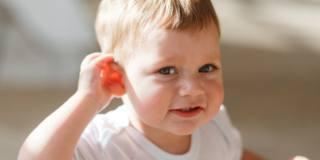 Un orecchio bionico per i difetti dell'udito dei bambini