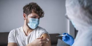 Vaccino per il Covid-19 e infertilità maschile: non ci sono legami